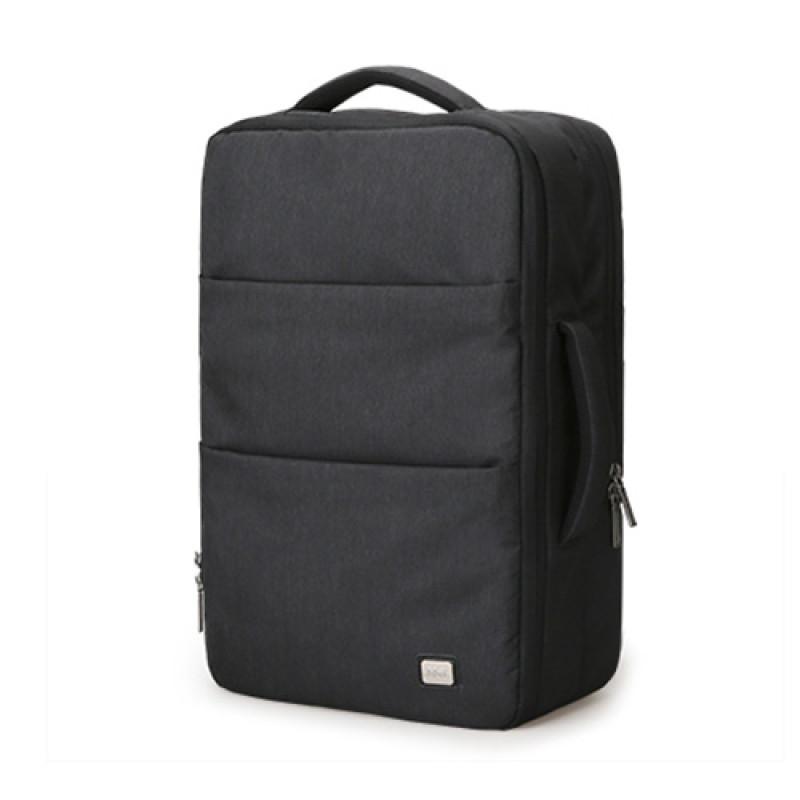 Вместительный рюкзак с USB для зарядки смартфона черный